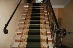 ковровая дорожка на ступеньки