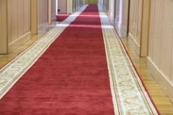Укладка ковровой дорожки