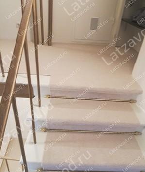 Купить ковролин на облицованную плиткой лестницу