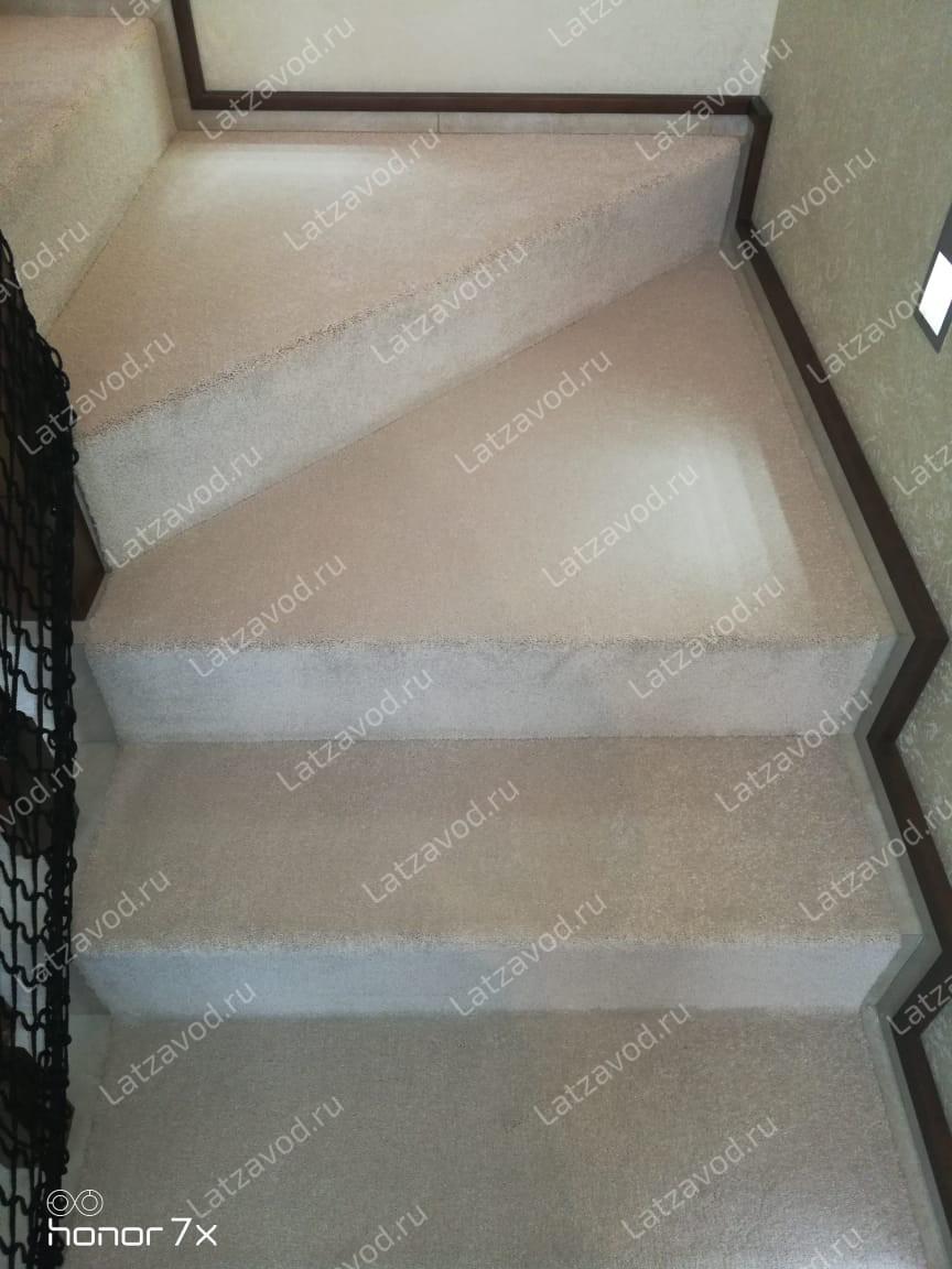 Купить ковролин на мраморную лестницу