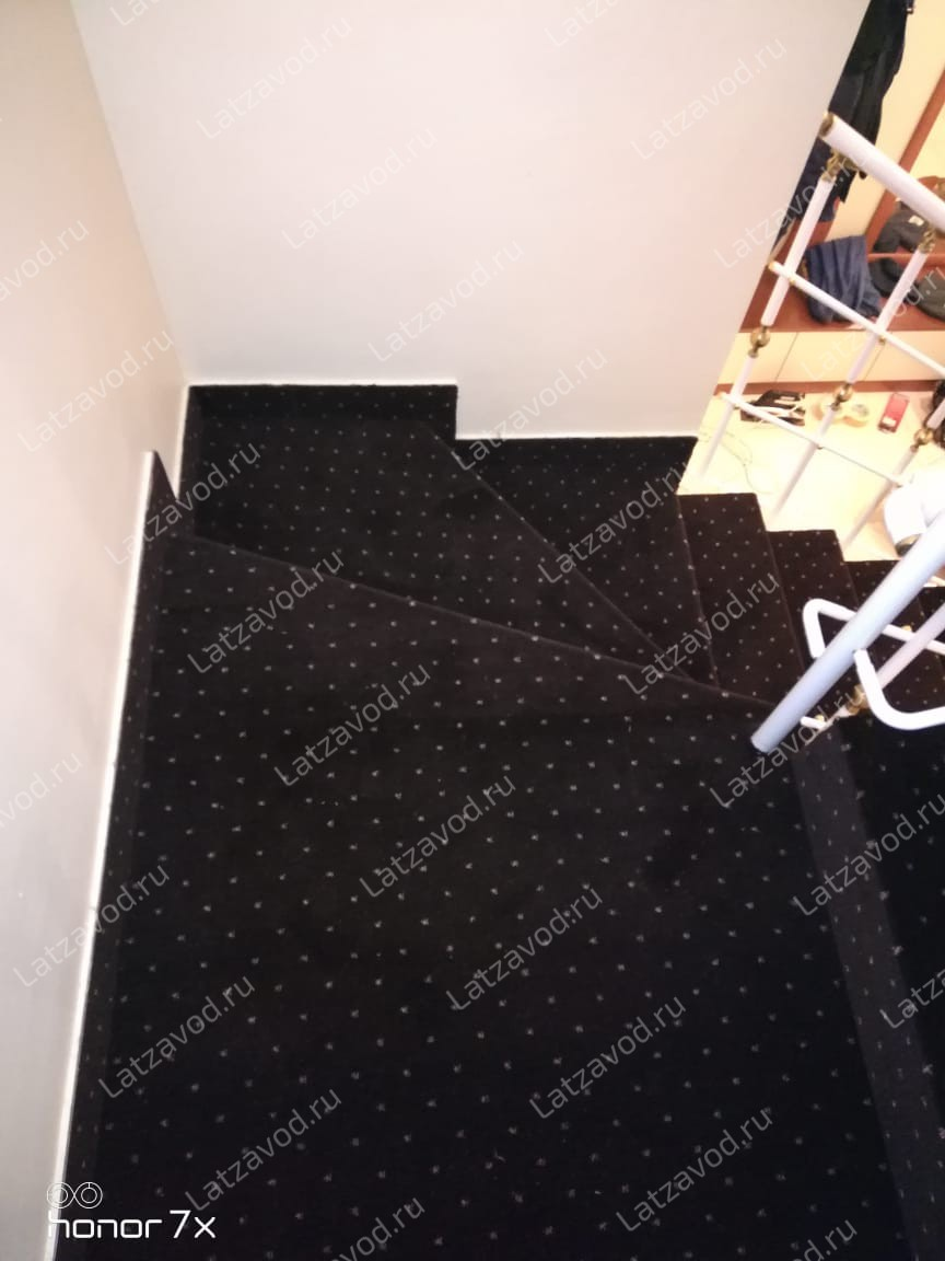 Заказать ковролин на бетонную лестницу